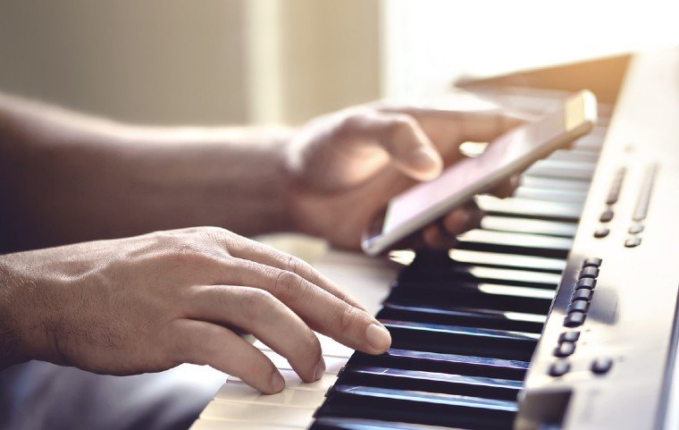habit of practising with distractions when reading music